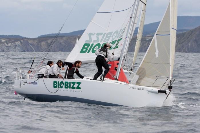 El 'Biobizz' confirma su liderato entre los J80 en el IV Trofeo Social en El Abra